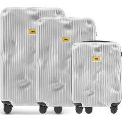 Walizki Stripe w zestawie 3 el. Bianco White. Szare walizki marki Crash Baggage, z materiału. Za 2796,00 zł.