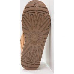 UGG DAE SUNSHINE Botki chestnut. Brązowe buty zimowe damskie Ugg, z materiału. Za 929,00 zł.