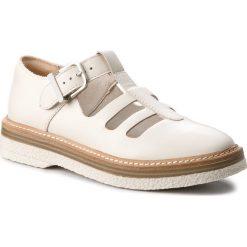 Półbuty CLARKS - Zante Freya 261311664 White Leather. Białe półbuty damskie skórzane marki Clarks, na płaskiej podeszwie. W wyprzedaży za 249,00 zł.