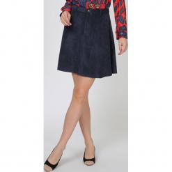 Spódnica w kolorze granatowym. Niebieskie spódniczki rozkloszowane TrakaBarraka, xs, w paski, midi. W wyprzedaży za 89,95 zł.