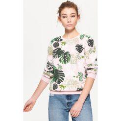 Bluzy damskie: Bluza z nadrukiem all over – Różowy