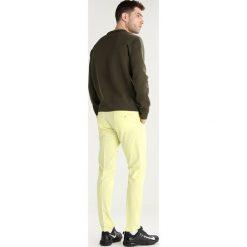 Chinosy męskie: J.LINDEBERG ELLOTT  Spodnie materiałowe still yellow
