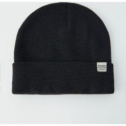 Czapka basic Join Life. Czarne czapki damskie Pull&Bear. Za 24,90 zł.