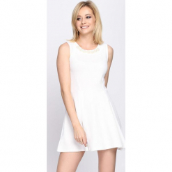 Biała Sukienka Contradiction. Białe sukienki letnie Born2be, l, oversize. Za 19,99 zł.