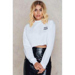 Bluzy rozpinane damskie: Josefin Ekström for NA-KD Krótka bluza z nadrukiem GRL PWR - White