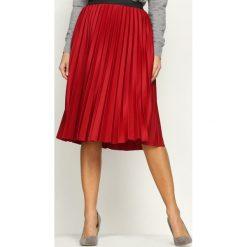 Czerwona Spódnica Contradictions. Czerwone spódniczki Born2be, uniwersalny, z elastanu, midi. Za 59,99 zł.