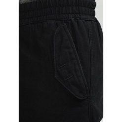 Spodnie męskie: Carhartt WIP CAMPER PANT NESS Bojówki black stone washed