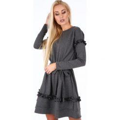 Sukienka z falbankami ciemnoszara 1893. Czerwone sukienki marki Mohito, l, z materiału, z falbankami. Za 89,00 zł.