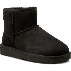 Buty UGG - W Classic Mini II 1016222 W/Blk. Szare buty zimowe damskie marki Ugg, z materiału, z okrągłym noskiem. Za 759,00 zł.