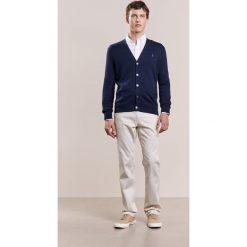 Polo Ralph Lauren Kardigan hunter navy. Niebieskie kardigany męskie marki Polo Ralph Lauren, m, z bawełny, polo. W wyprzedaży za 359,50 zł.