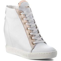 Sneakersy CARINII - B4078  L46-F76-000-B88. Białe sneakersy damskie Carinii, z materiału. W wyprzedaży za 299,00 zł.