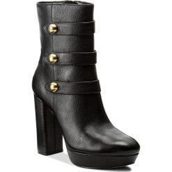 Botki MICHAEL KORS - Maisie Ankle Boot 40F7MSHE6L Black. Czarne buty zimowe damskie Michael Kors, z materiału, na obcasie. W wyprzedaży za 659,00 zł.
