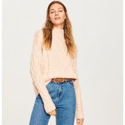 Sweter ze stójką - Różowy. Białe swetry klasyczne damskie marki Reserved, l, z dzianiny. Za 139,99 zł.