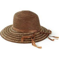Kapelusz damski przeciwsłoneczny-asymetryczny brązowy. Brązowe kapelusze damskie marki Art of Polo. Za 23,26 zł.