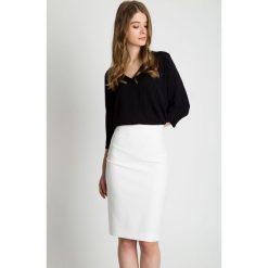 Spódniczki: Ołówkowa spódnica z rozporkiem z tyłu BIALCON