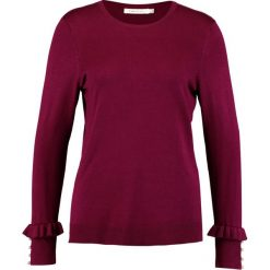 Swetry klasyczne damskie: Cortefiel CREW NECK JUMPER WITH BEADS AND FRILLED CUFFS Sweter bordeaux
