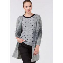 Swetry klasyczne damskie: Monochromatyczny sweter z dużymi kieszeniami