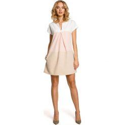 LUCIA Trzykolorowa trapezowa sukienka z dekoltem - pudrowa. Czerwone sukienki mini marki Moe, trapezowe. Za 139,99 zł.