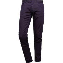 Emporio Armani 5 POCKETS PANT Jeansy Slim Fit dark blue. Szare jeansy męskie relaxed fit marki Emporio Armani, l, z bawełny, z kapturem. W wyprzedaży za 434,85 zł.