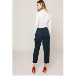 Tommy Jeans - Spodnie. Szare jeansy damskie Tommy Jeans. W wyprzedaży za 239,90 zł.