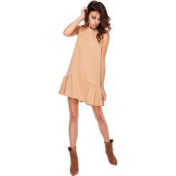 Sukienki: Karmelowa Wyjściowa Trapezowa Sukienka z Falbanką