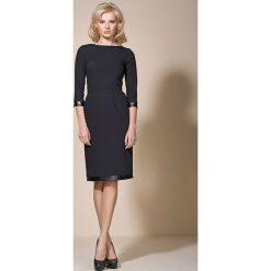 Czarna Klasyczna Sukienka z Lamówkami. Czarne sukienki balowe marki Molly.pl, na co dzień, s, z klasycznym kołnierzykiem, wyszczuplające. W wyprzedaży za 87,43 zł.