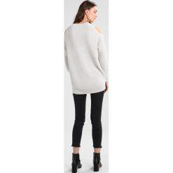 Swetry klasyczne damskie: AllSaints LIZZIE CREW Sweter grain white