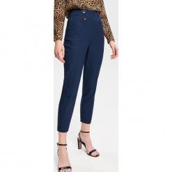 Spodnie z wysokim stanem - Granatowy. Niebieskie spodnie z wysokim stanem Reserved. Za 139,99 zł.