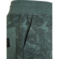 Quiksilver Spodnie treningowe trellis heather. Szare jeansy chłopięce marki Quiksilver, krótkie. Za 149,00 zł.