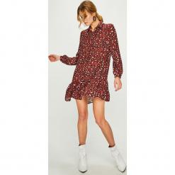 Answear - Sukienka Animal Me. Szare sukienki mini ANSWEAR, na co dzień, l, z poliesteru, casualowe, proste. W wyprzedaży za 139,90 zł.