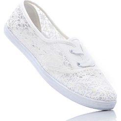 Tenisówki bonprix biały. Białe buty do tenisu damskie bonprix. Za 29,99 zł.