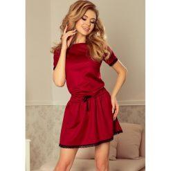 Sukienki: Ember Sukienka z koronkowymi wstawkami – bordowa