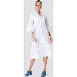 NA-KD Boho Sukienka koszulowa z bufiastym rękawem - White. Niebieskie sukienki boho marki NA-KD Boho, na imprezę, w koronkowe wzory, z koronki, na ramiączkach, mini. Za 121,95 zł.