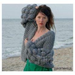 Cardigan damski, sweter wełniany na drutach. Szare swetry klasyczne damskie Pakamera, z materiału. Za 959,00 zł.