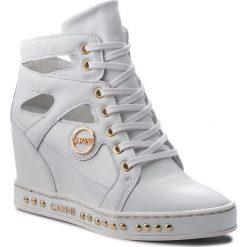 Sneakersy CARINII - B4474 L46-000-000-C98. Białe sneakersy damskie Carinii, z materiału. W wyprzedaży za 249,00 zł.