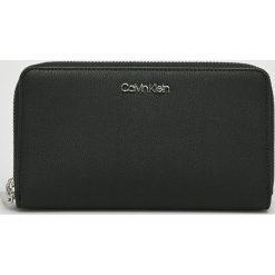 Calvin Klein - Portfel. Czarne portfele damskie marki Calvin Klein, z materiału. Za 299,90 zł.
