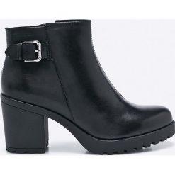 Vagabond - Botki Grace. Czarne buty zimowe damskie marki Vagabond, z materiału, z okrągłym noskiem. W wyprzedaży za 269,90 zł.