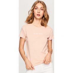 T-shirt z nadrukiem - Różowy. Czerwone t-shirty damskie marki Reserved, l, z nadrukiem. Za 19,99 zł.