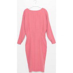 Sukienka. Czerwone długie sukienki Simple, na jesień, z materiału, z okrągłym kołnierzem, z długim rękawem, dopasowane. Za 339,90 zł.