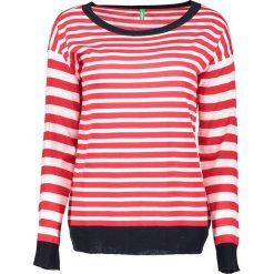 Sweter w kolorze czerwono-białym. Białe swetry klasyczne damskie marki Benetton, s, z dzianiny, z okrągłym kołnierzem. W wyprzedaży za 54,95 zł.