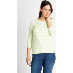 Bluzki damskie: Bluzka w limonkowe paski QUIOSQUE