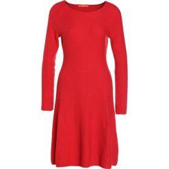 BOSS CASUAL IESIBELLA Sukienka dzianinowa medium red. Czerwone sukienki dzianinowe BOSS Casual, na co dzień, s, casualowe. Za 719,00 zł.