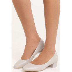 Szare Czółenka Secret Recipe. Szare buty ślubne damskie marki Born2be, na niskim obcasie, na słupku. Za 79,99 zł.