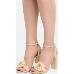 Beżowe Sandały Be Unique. Brązowe sandały damskie na słupku marki Born2be, z materiału, na wysokim obcasie. Za 79,99 zł.