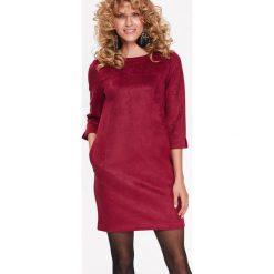 SUKIENKA ZE SZTUCZNEGO ZAMSZU. Czerwone sukienki balowe marki Top Secret, na jesień. Za 129,99 zł.