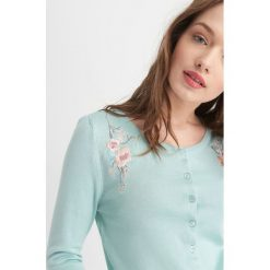 Odzież damska: Sweter z florystycznym haftem