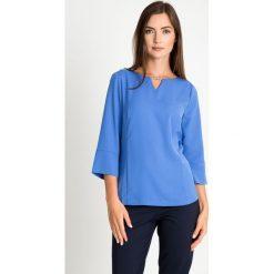 Bluzki damskie: Niebieska bluzka z koralikami na dekolcie QUIOSQUE