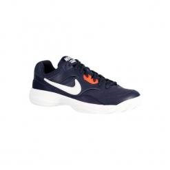 Buty tenisowe Nike Court Lite na mączkę ceglaną. Niebieskie buty do tenisa męskie marki Nike, nike court. W wyprzedaży za 179,99 zł.