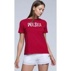 Koszulka kibica damska TSD501 - CZERWONY. Czerwone bluzki z odkrytymi ramionami 4f, z nadrukiem, z bawełny, z krótkim rękawem. Za 49,99 zł.