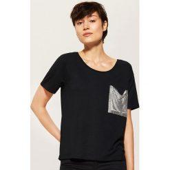 T-shirt z błyszczącą kieszonką - Czarny. Szare t-shirty damskie marki Reserved, l. Za 39,99 zł.